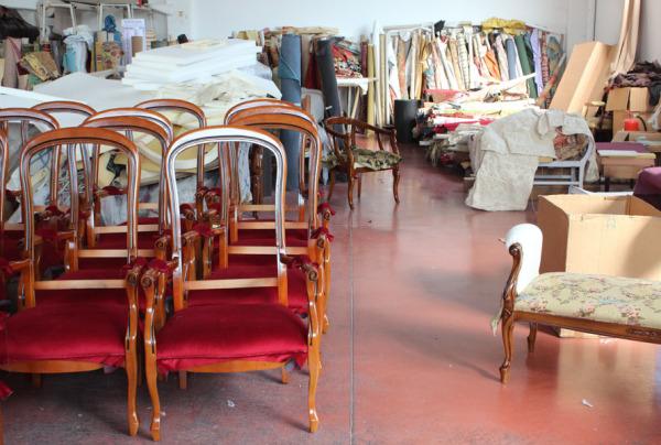 Tappezzeria Arteferretto. Scelta tessuti per sedie e poltrone Arteferretto
