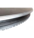 Dettaglio cornici argentate su tavolo da pranzo rotondo allungabile nero e argento