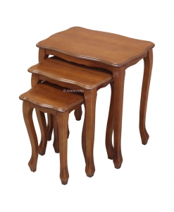 tris tavolini in stile classico