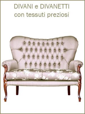 Categoria divani e divanetti perfetti per ambienti classici, da 2 o 3 posti, lavorazione capitonné, con cuscini, legno massello di faggio intagliato