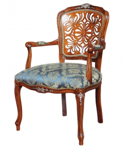 poltroncina, poltroncina classica, poltroncina con schienale traforato, poltroncina in stile, arredo soggiorno, mobile in stile, poltroncina intagliata,