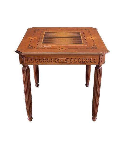 Tavolo da gioco con piano del backgammon, intagliato e intarsiato
