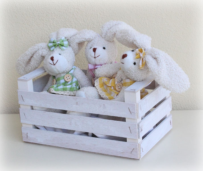Pratico porta giocattoli, da usare anche nella stanzetta dei bambini, in quanto privo di sostanze o vernici tossiche