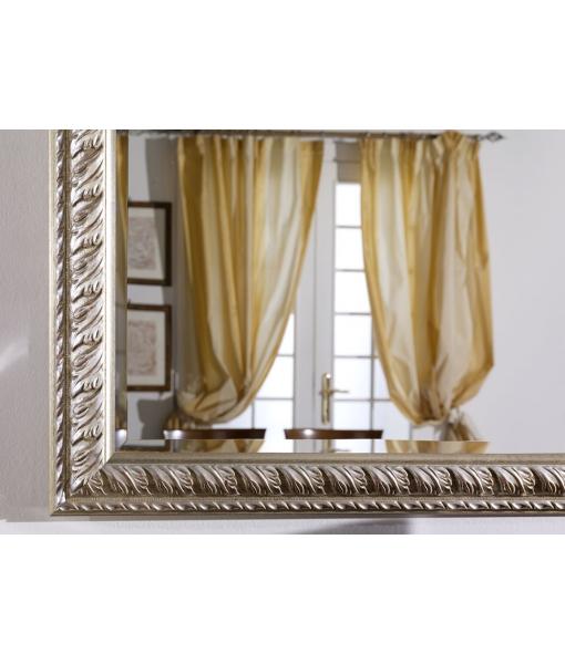 Dettaglio cornice specchiera foglia oro argento con bolo rosso