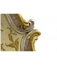 Dettaglio oro e argento su legno intagliato