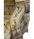 Dettaglio legno intagliato, decorato con foglia oro e argento con effetto anticato