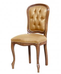 Sedia classica in legno intagliato con lavorazione capitonné sullo schienale