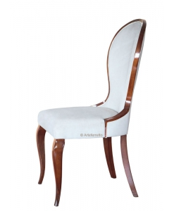 Sedia elegante in legno